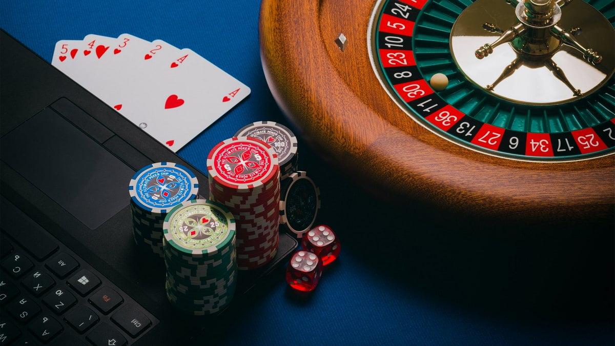 オンラインカジノは副業になる?